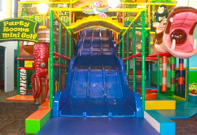 Great indoor kids play areas in singapore santa grand for Indoor play area for kids